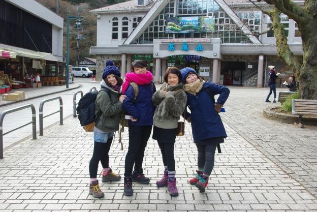 北日本では雪も降り、高尾山で ...